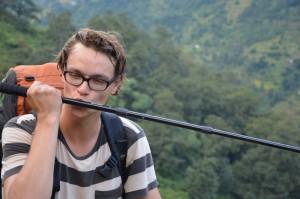ER küsst sein Stöckchen nach einem Aufstieg vonn 300 Höhenmetern durch Reisfelder