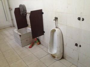 Kann das? Dieses Pissoir in Kangding wurde offenbar zweckentfremdet