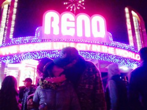 Mitternacht: ER küsst SIE unter dem Wahrzeichen der Stadt