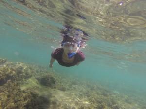 IHRE Mutter unter Wasser in Costa Rica