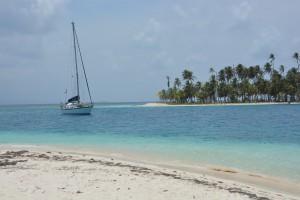 Die Mintaka vor einer Paradiesinsel