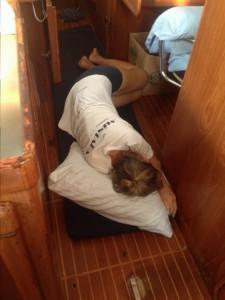 Unter Deck ruht derweil die Frau des Kapitäns