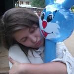 Nach der Schweiß-Tour zum Adam´s Peak (Sri Lanka) hat ER ihr Mr. Rabbit gekauft