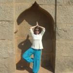 """ER sagt: """"Indische Schönheit"""". SIE sagt: """"konnte kaum das Gleichgewicht halten"""""""